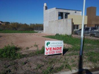 VENDO TERRENO EN CALLE LOS ROBLES A METROS DE BLAS PARERA