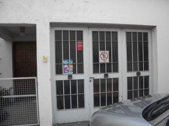 VENDO CASA 2 DORMITORIO CON COCHERA SANTA FE