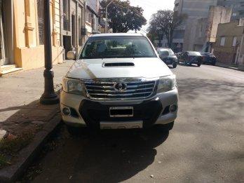 Vendo Toyota Hilux 4x2 D/C 2012 $470, contado $435