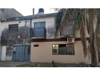 VENDE Amplia Casa tipo duplex con Local en San Agustín
