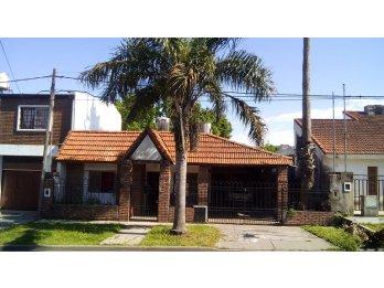 Vendo casa a mts de Av Ramirez, calle Jauretche