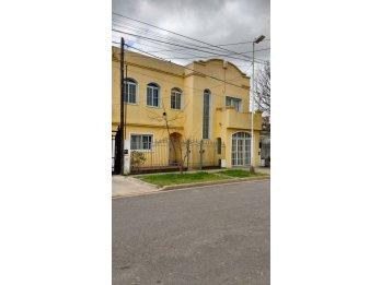 Se alquila casa en Juan A. Barbagelata al 100. 3 Dormitorios