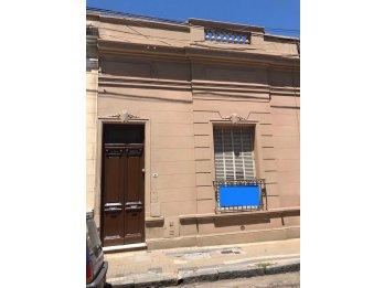 Se alquila casa en calle Mexico ideal oficina/comercio
