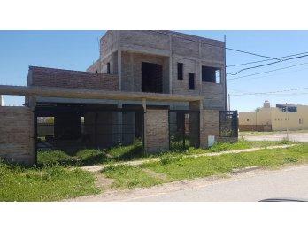 Vendo casa a terminar en Colonia Avellaneda.
