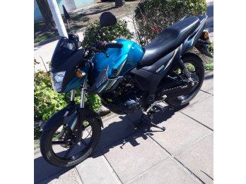 Vendo moto Yamaha-Unica
