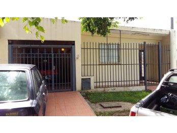 Vendo casa en calle División los Andes(Barrio Rocamora)