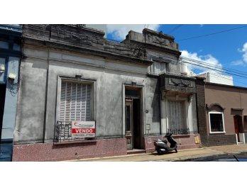 VENDO CASA CENTRICA ANTIGUA 5 DORM. EXCELENTE UBICACION