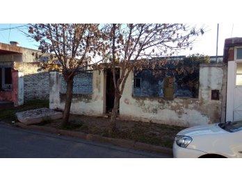 vendo casa a reciclar/demoler, gabriela Mistral, Parana