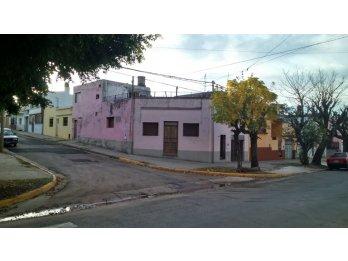 VENDO CASA A RECICLAR EN ESQUINA, ZONA CRISTO, CLUB PARANA