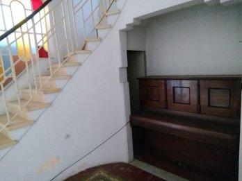 ALQUILO CASA CENTRICA . EXCELENTE UBICACION. C/ Tucumán