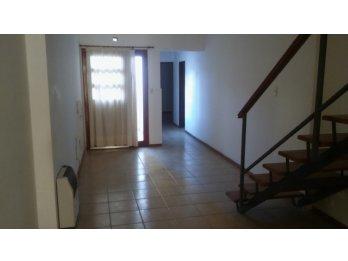 Vendo casa céntrica en calle Urquiza sin cochera