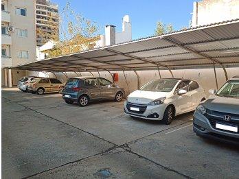 Alquilo cochera particular calle Alfredo Nux Zona Parque