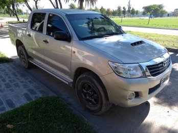 vendo Toyota Hilux 2013 4x2 Dx Pack 2.5 Tdi DC,,,,,excelente