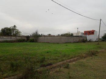 VENTA LOTE DE 348M2  A METROS DE AV. CHAÑARES EN ORO VERDE.-