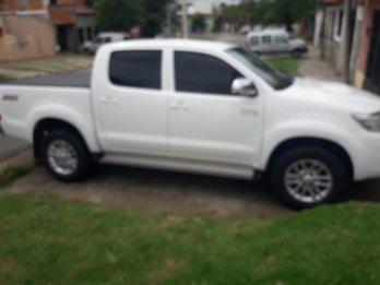 Particular vende excelente Toyota Hilux SRV