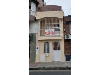 ALQUILO CASA 1 DORMITORIO, ZONA CENTRO $9.000 FINALES