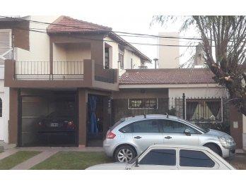 Vendo hermosa casa, zona Vucetich y Ayacucho