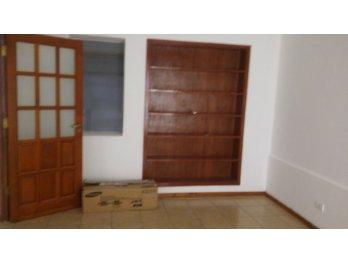 Vendo casa en calle Urquiza y Tucuman
