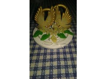 Arreglo en porcelana fría de dos palomas