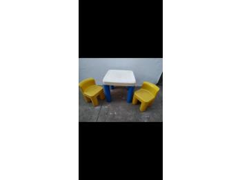 Mesa y sillas Little Tikes