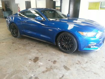 Comissionista vende ford mustang