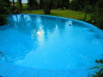 Alquilo casa quinta en Paraná, excelente zona.