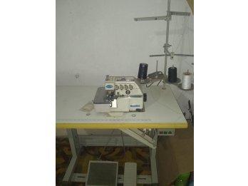 Maquina de coser Overlock.