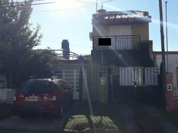 HERMOSA CASA DE 3 DORM. EN ALQUILER, EN B° SANTA LUCIA