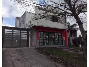 Casa 2 Dormitorios c/Cochera + Local