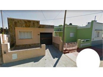 Hermosa Casa 2 Dormitorios c/Cochera y Patio