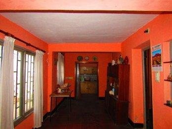 Vendo casa Bolívar y Moreno, 3 d. todos los servicios.
