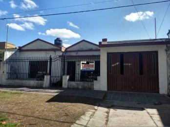 Vendo propiedad ubicada en calle Alejandro Carbo