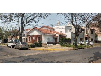 Alquilo casa en La Rioja y Victoria