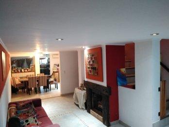 Casa en 2 plantas con patio amplio