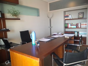 Oficinas amobladas con cochera