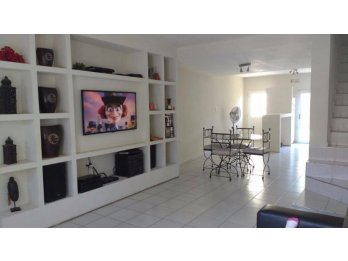 DUPLEX IMPECABLE A LA VENTA EN BARRIO SEMI-PRIVADO