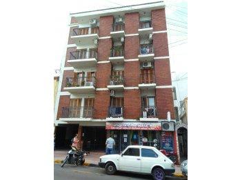 Andres Pazos, dos dormitorios, dos balcones