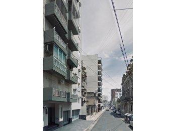 VENDO DEPTO EN CALLE BUENOS AIRES- FRENTE A LA UCA